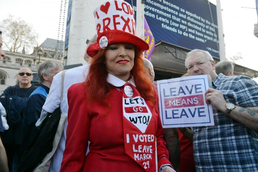 Brexit : May demande un nouveau délai, Donald Tusk suggère un report