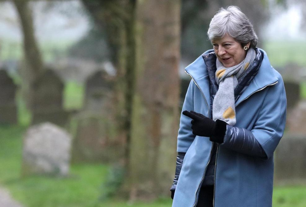 Brexit: Theresa May en appelle au compromis