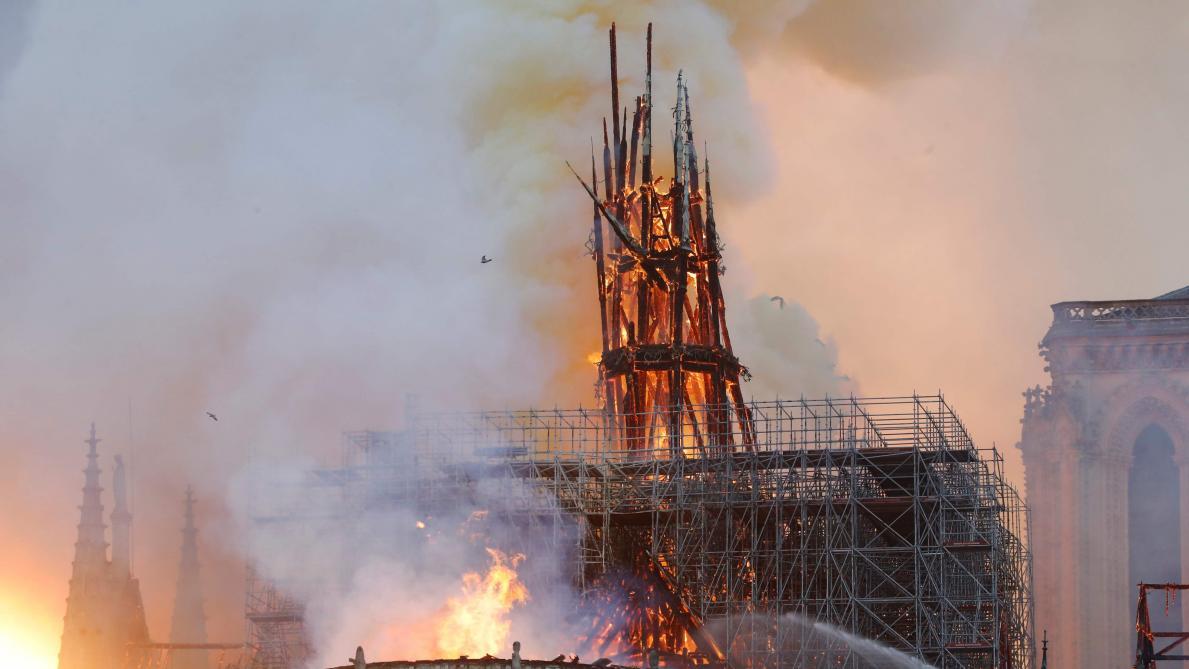 Un incendie ravage la cathédrale Notre-Dame de Paris — En direct