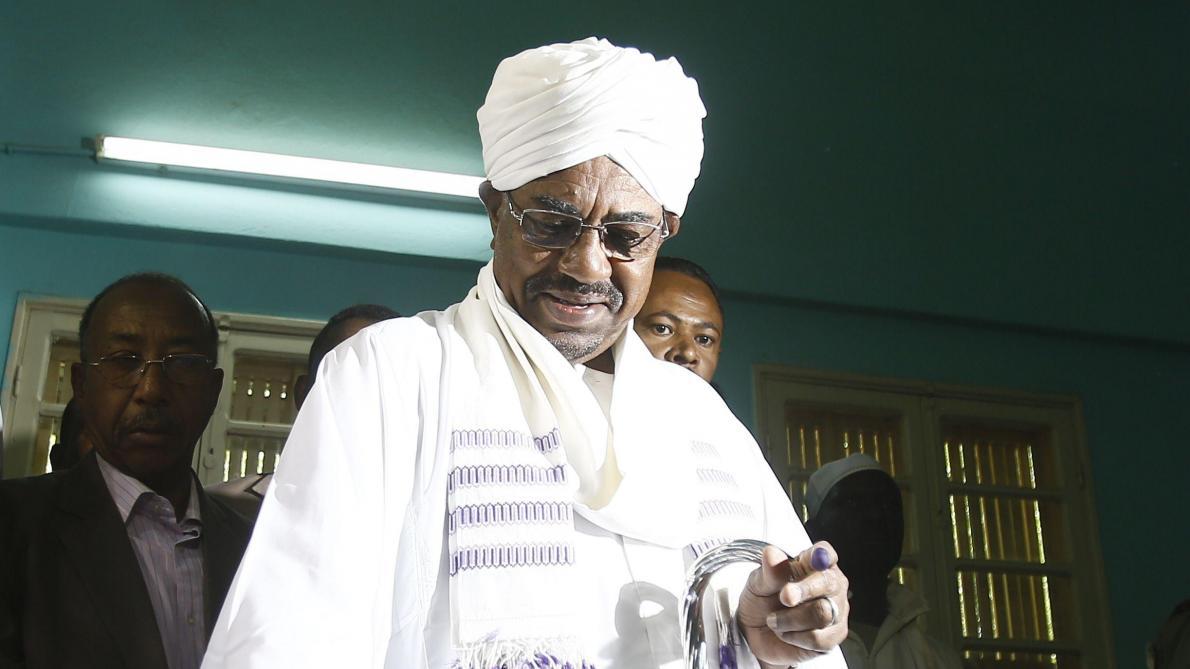 : Crise au Soudan: le président déchu Omar el-Béchir transféré en prison