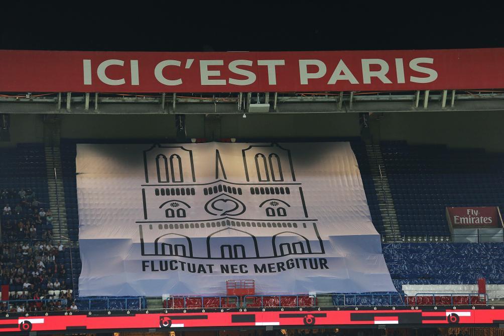 afd6c6ba6f Incendie à Notre-Dame de Paris: les 1.000 maillots du PSG vendus en moins