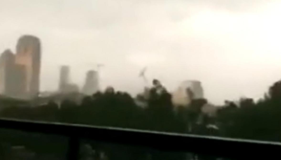 Une grue s'effondre à Dallas, un mort et six blessés — Texas