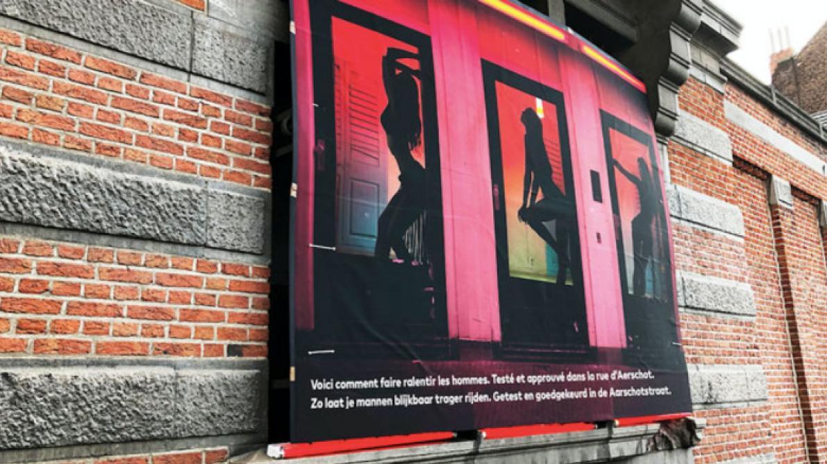 Des Affiches Avec Des Prostituées Pour Faire Ralentir Les
