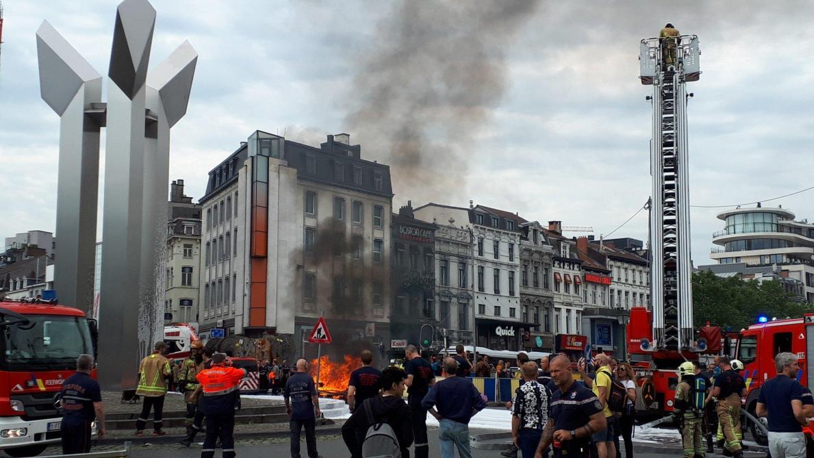 Les pompiers manifestent à Bruxelles: pétards lancés dans la gare Centrale et tunnels bloqués (vidéos)