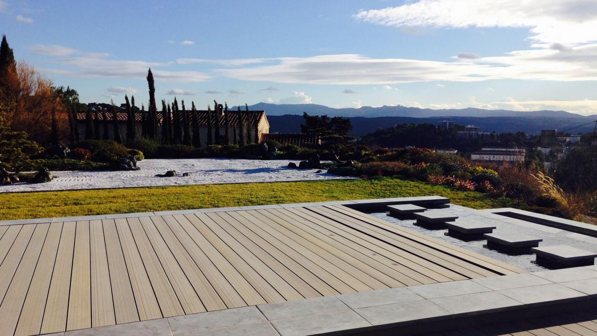 Couvrir Une Terrasse Permis De Construire terrasse: un plancher mobile qui s'actionne en un clic - le soir