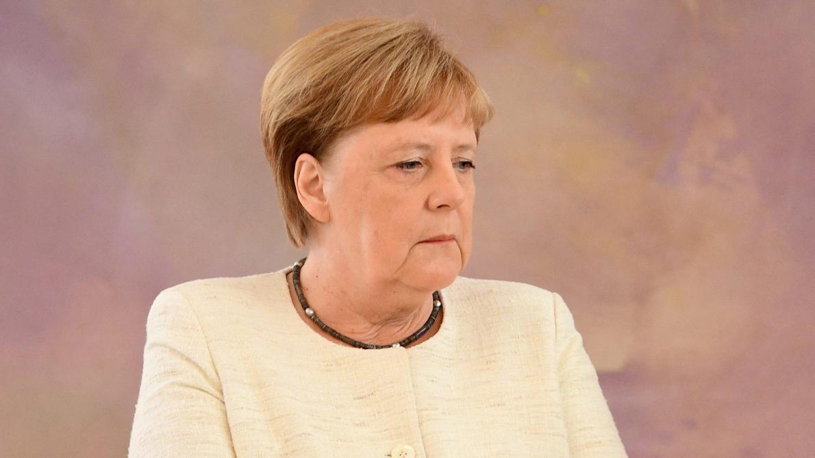 Angela Merkel prise d'une nouvelle crise de tremblements (vidéo)