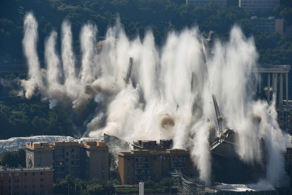 Les restes du pont ont été détruits par explosion — Gênes