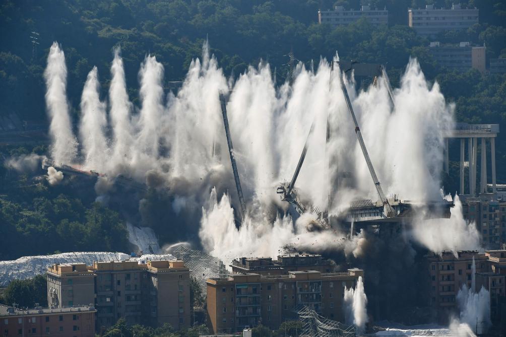 Le reste du pont Morandi détruit à la dynamite (vidéo) — Gênes