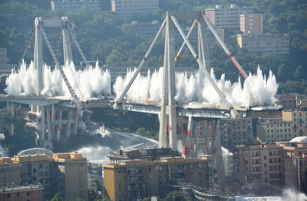 Italie : les deux dernières piles du viaduc de Gênes détruites à l'explosif