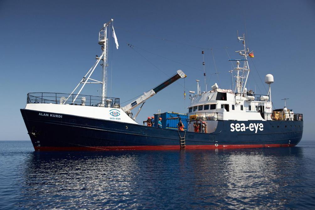 Italie : deux navires d'aide aux migrants défient Salvini