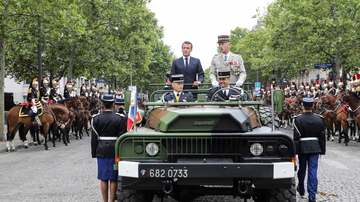 14 juillet: Macron entame la revue des troupes sur les Champs-Elysées, Michel présent au défilé (direct vidéo)