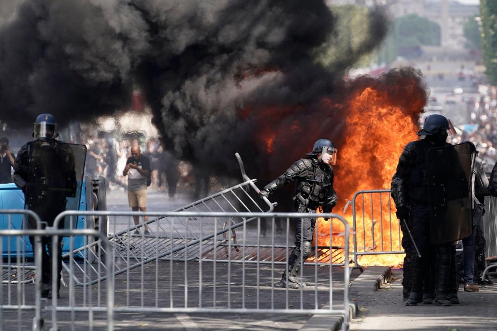 Des «gilets jaunes» perturbent le 14 juillet sur les Champs-Elysées: les images des incidents
