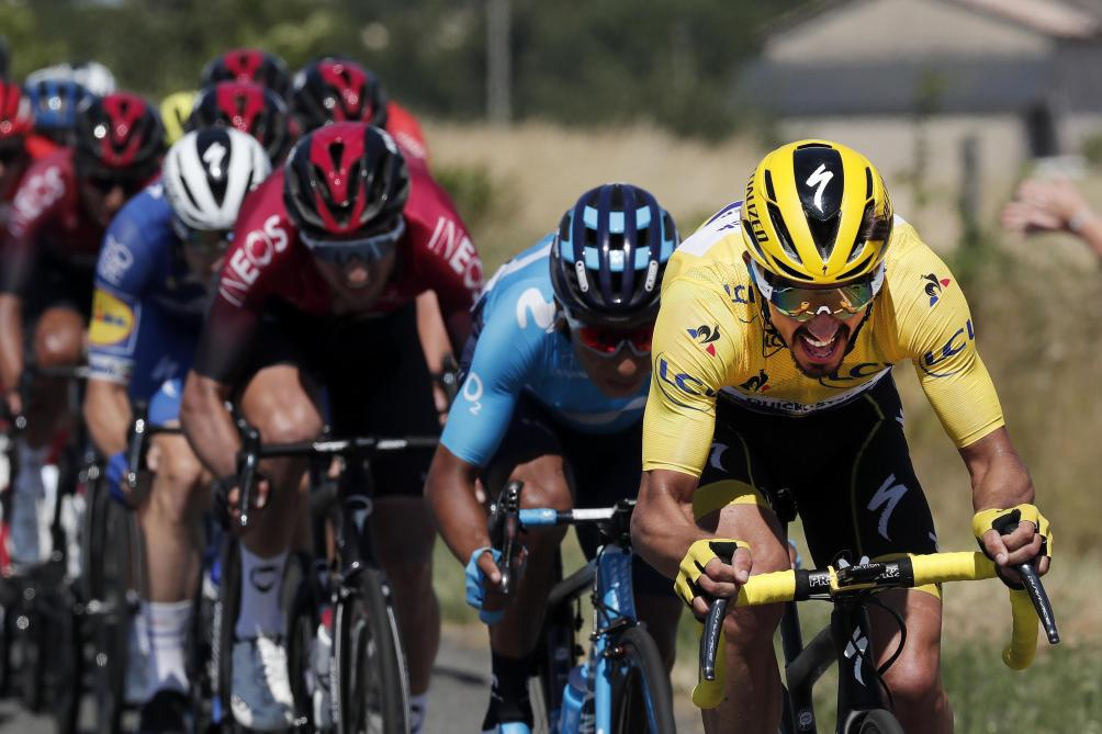 Wout van Aert remporte une étape mouvementée