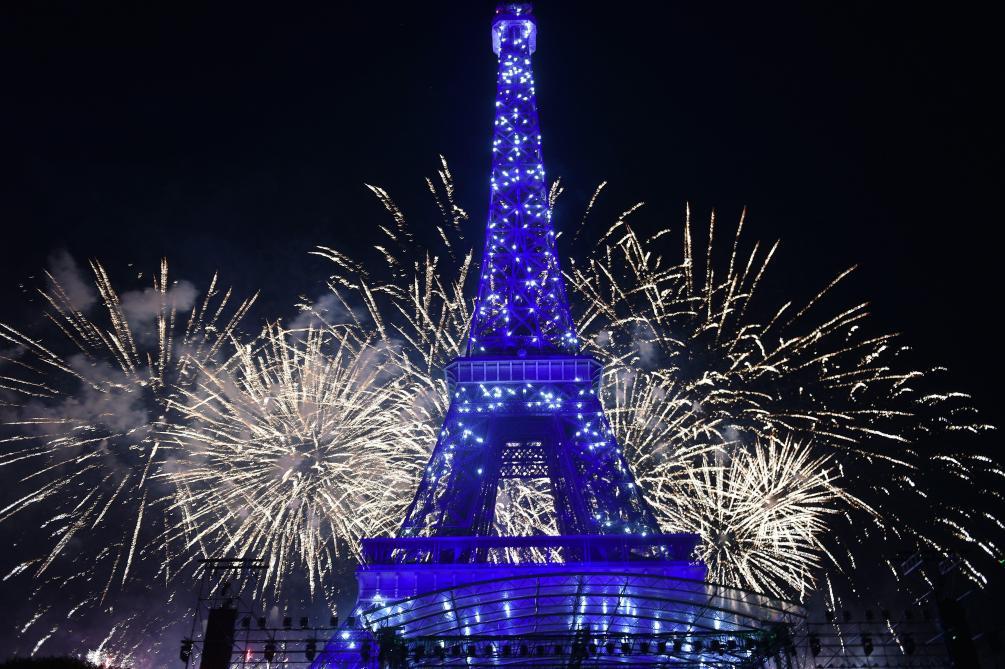 14 juillet: les images du feu d'artifice à la Tour Eiffel à Paris