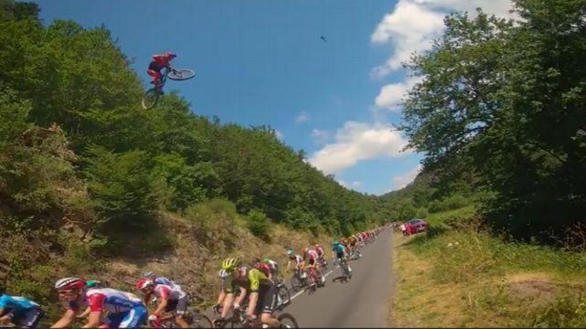 Tour de France : la vidéo sidérante d'un vététiste survolant le peloton