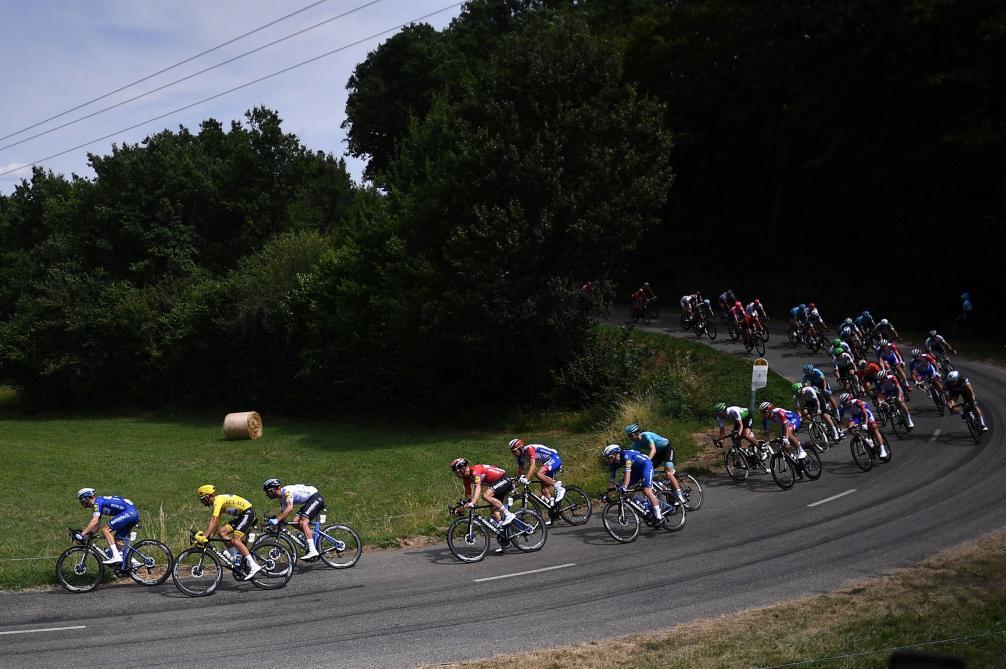 Tour de France: plusieurs attaques, mais pas encore d'échappée sur la route des Pyrénées (direct)