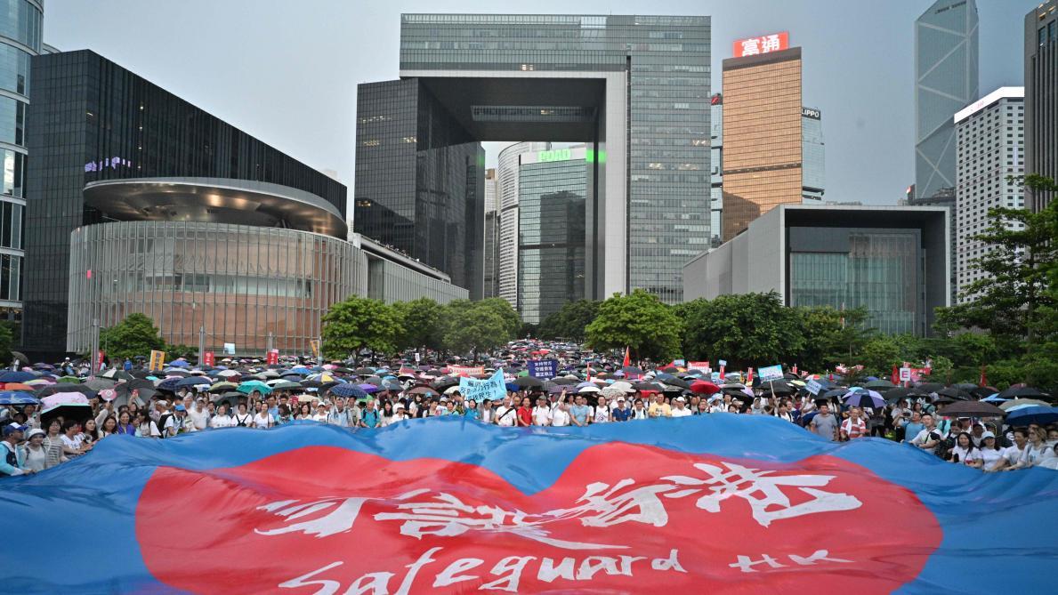 Situation toujours tendue à Hong Kong après un dimanche de violence
