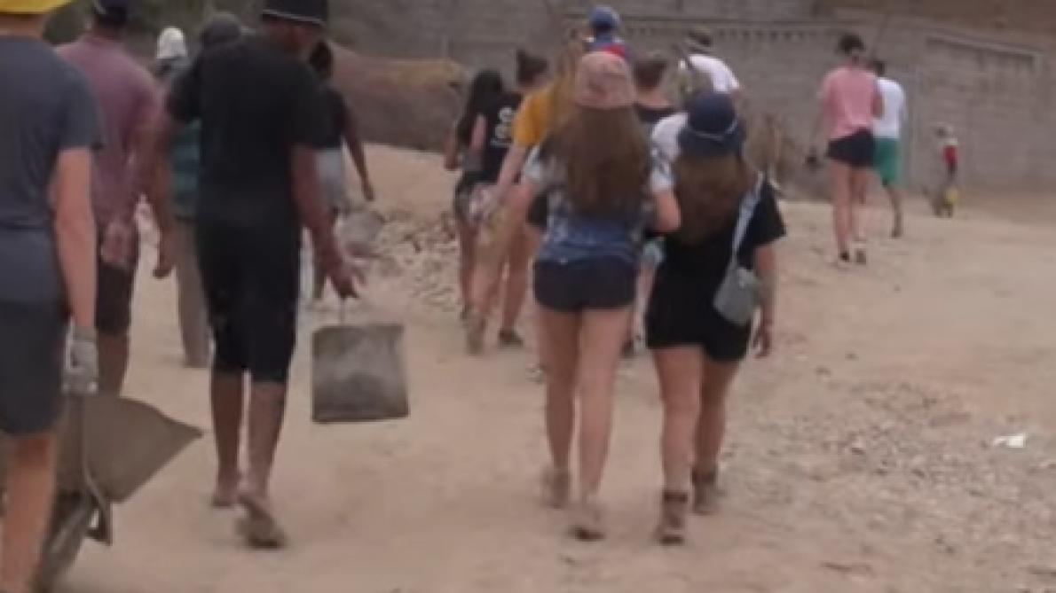 Haro sur le short trop court des bénévoles belges — Maroc