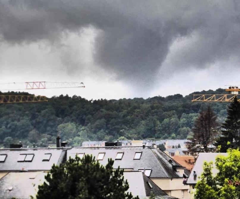 Impressionnante tornade au Luxembourg: sept blessés et une centaine d'habitations endommagées (vidéo)