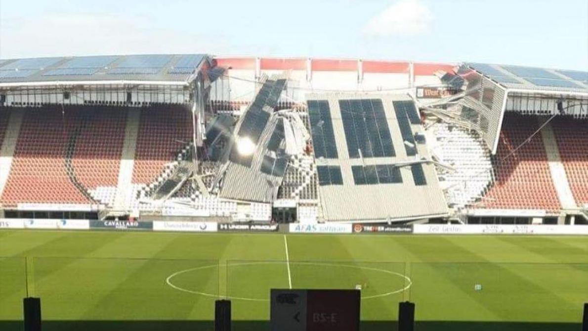 Le toit d'un stade de 17 000 places s'effondre
