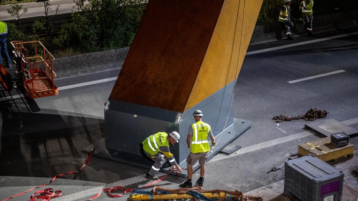 Les premières images de l'installation de «l'Arc Majeur» sur l'E411