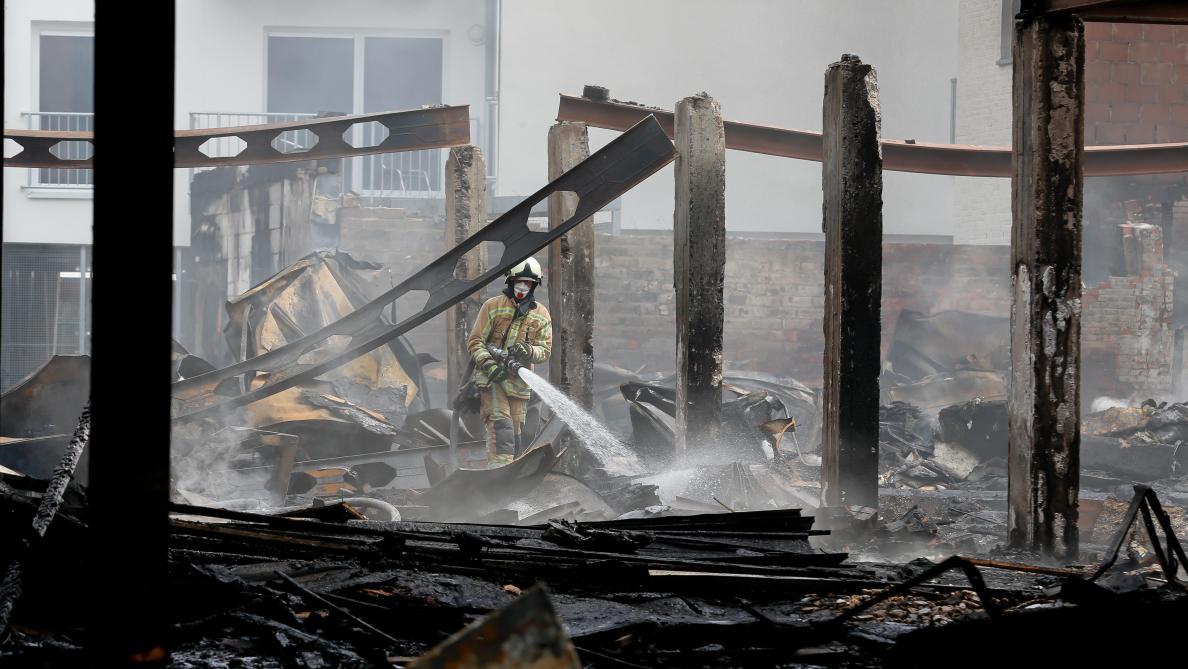 Les images des dégâts suite à l'incendie mortel à Beringen