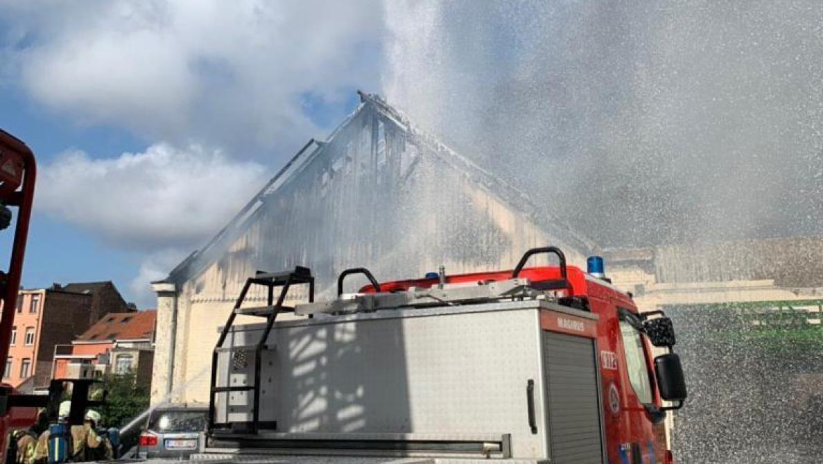 Bruxelles: une dizaine de personnes incommodées par la fumée d'un incendie à Schaerbeek (photos)