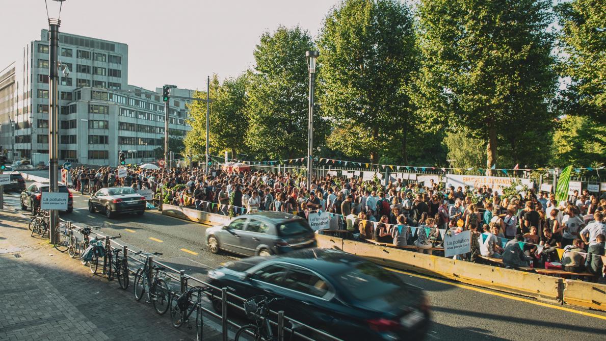 Bruxelles: environ 700 personnes ont pris part à l'apéro engagé sur la rue de la Loi