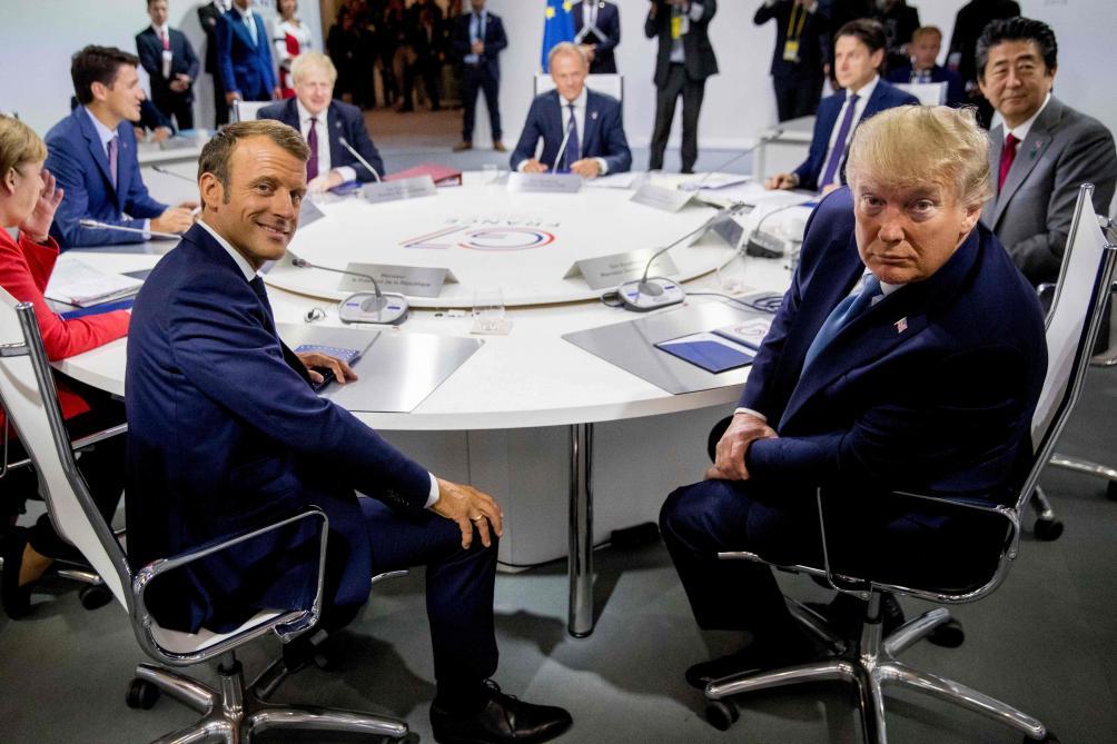 Rencontre surprise de l'Iranien Zarif avec Le Drian en marge du G7
