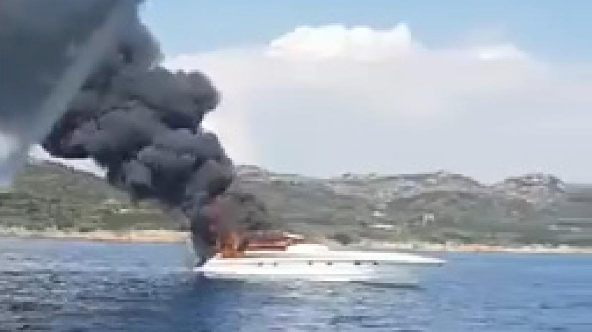 Frayeur pour Maître Gims, contraint d'évacuer son bateau en feu
