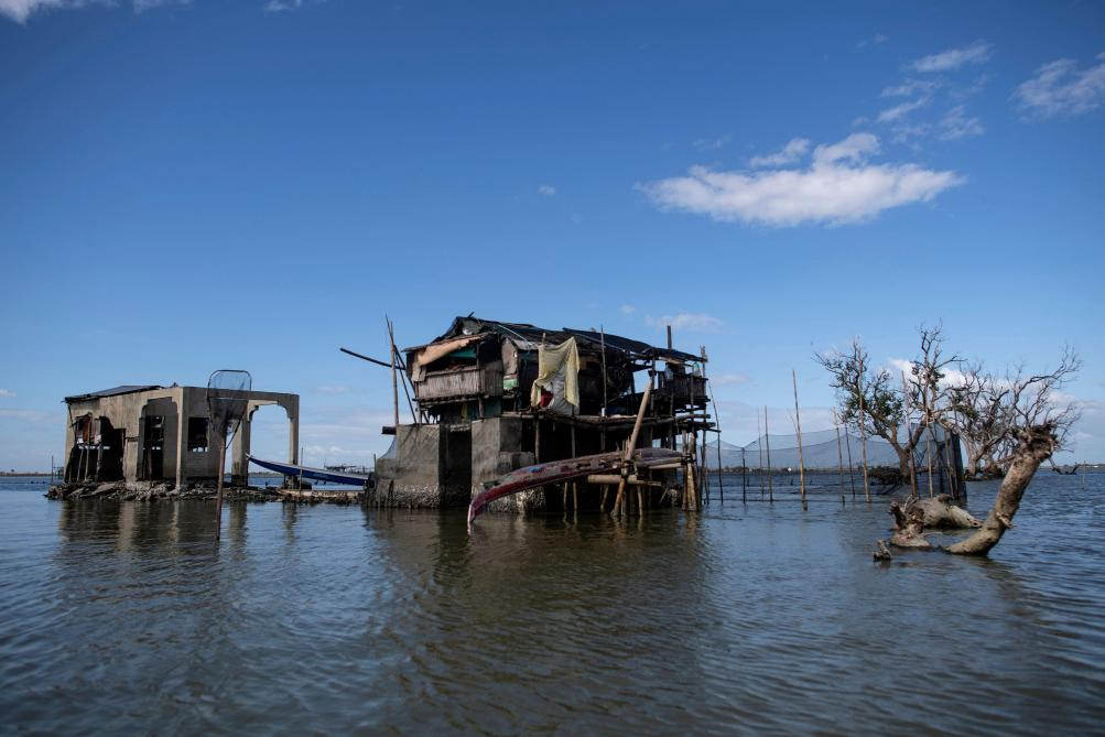 Aux Philippines, des villages s'enfoncent inexorablement dans le sol (photos)