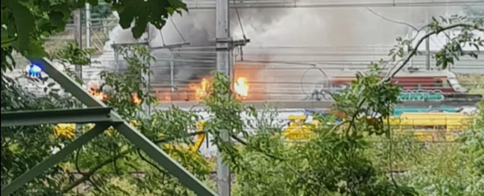 Train en feu en gare de Schaerbeek Formation: le risque de présence d'amiante écartée (vidéo)
