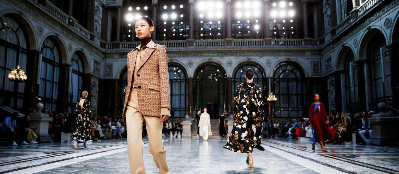 Fashion Week de Londres: le défilé de Victoria Beckham en images