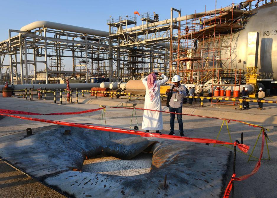 Scènes de destruction sur l'un des sites pétroliers touchés — Arabie/attaques
