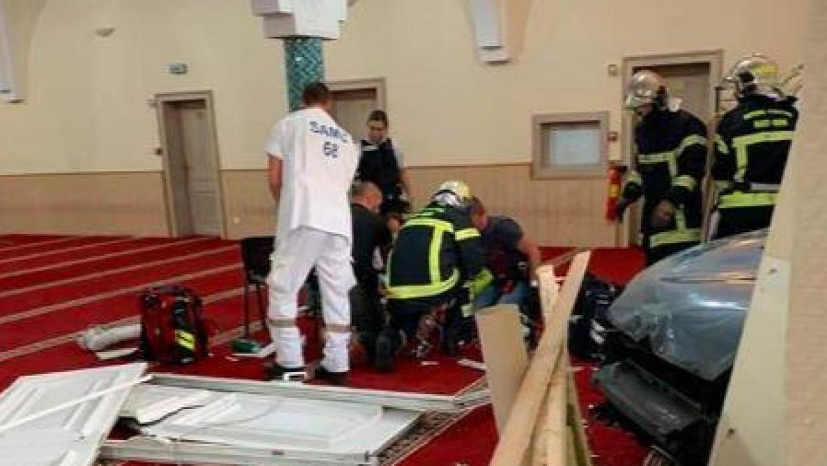 France: une voiture fonce délibérément sur la Grande mosquée de Colmar