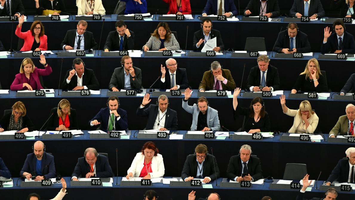 Von der Leyen contrainte par les eurodéputés de remanier son équipe