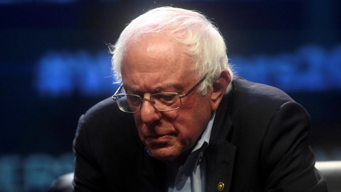 Bernie Sanders suspend sa campagne à cause d'une défaillance cardiaque
