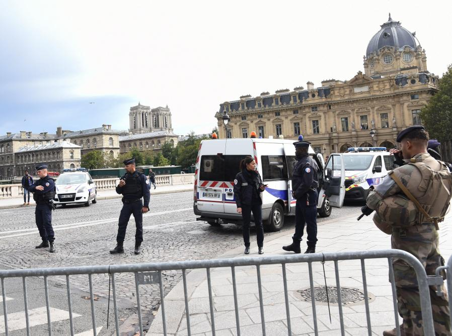 Attaque à Paris l'épouse du tueur a été remise en libert