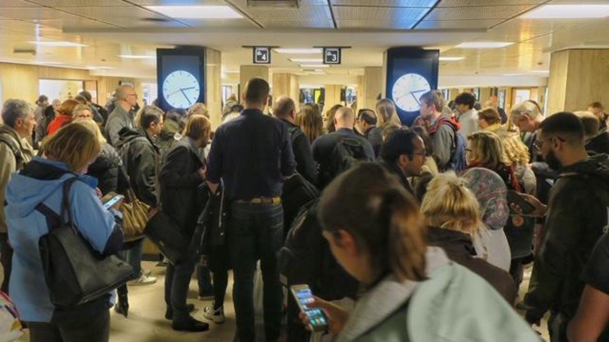 Trafic ferroviaire fortement perturbé à Bruxelles: le problème informatique n'est toujours pas résolu