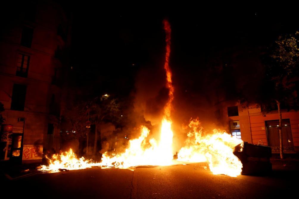 VIDÉO - Nouvelle nuit tendue à Barcelone avant une mobilisation massive ce vendredi