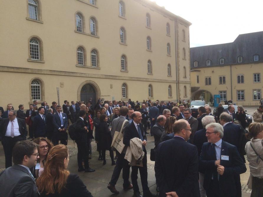 Visite d'État au Luxembourg: le roi Philippe et la reine Mathilde évacués pendant le discours d'Elio Di Rupo (vidéo)