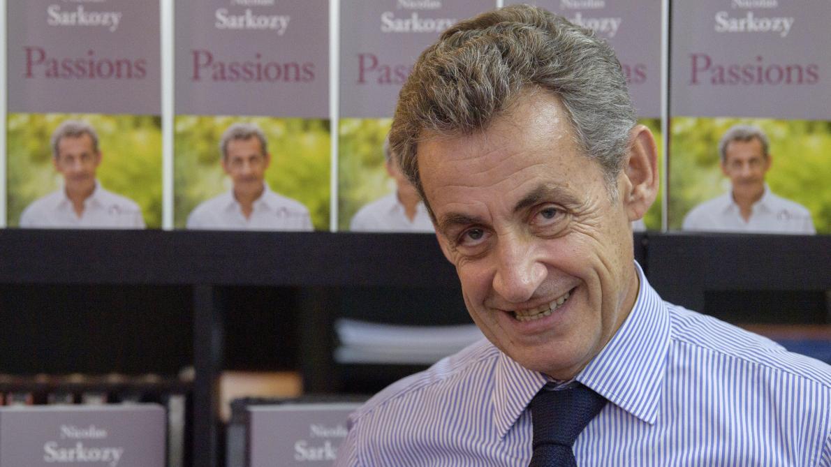 Bruxelles Nicolas Sarkozy Fait Un Carton Chez Filigranes Durant Sa Seance De Dedicace Photos Et Video Le Soir