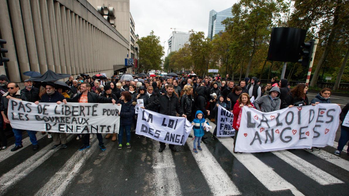 Le flop de la «marche noire» contre Dutroux: les banderoles polémiques