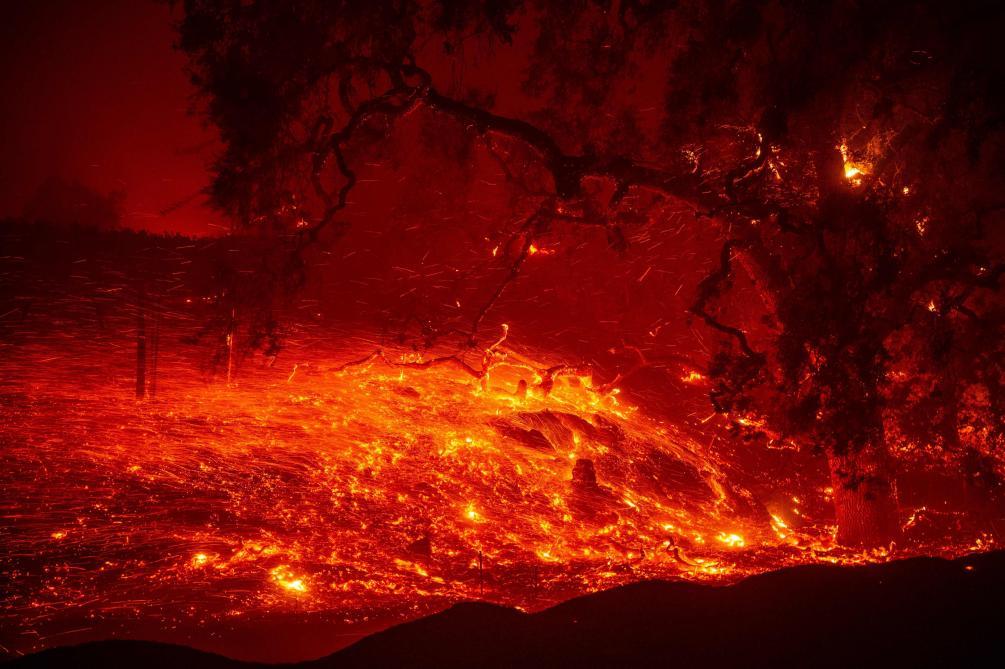 Menacées par les flammes, 180 000 personnes sommées d'évacuer en Californie