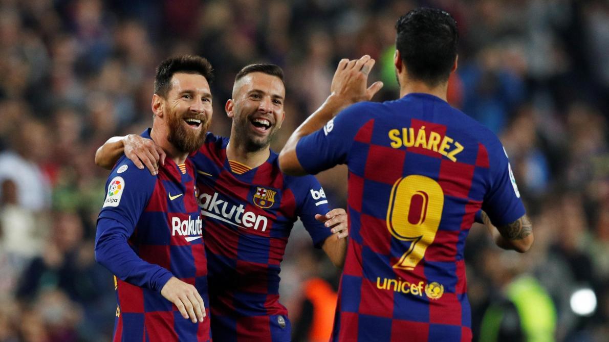 Lionel Messi passe devant Cristiano Ronaldo sur ce coup — Barça-Juve