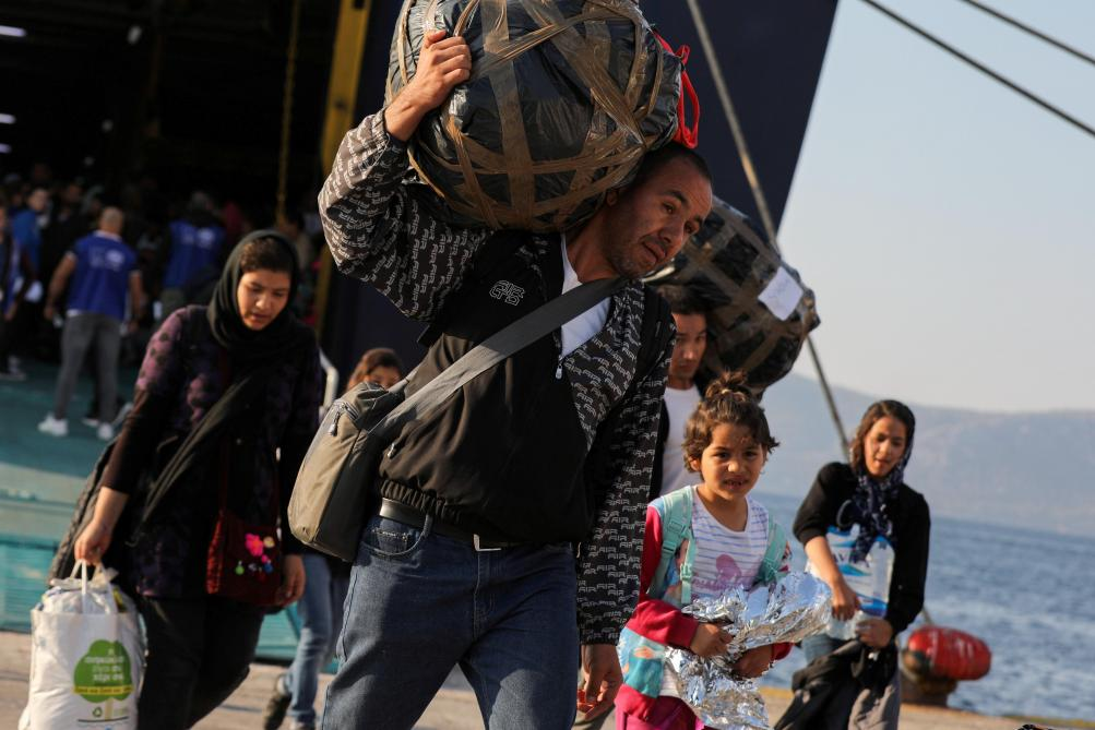 41 migrants découverts en vie dans un camion frigorifique — Grèce