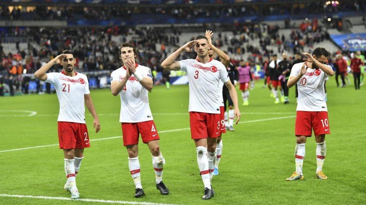 Erdogan s'en prend à l'UEFA — Salut militaire