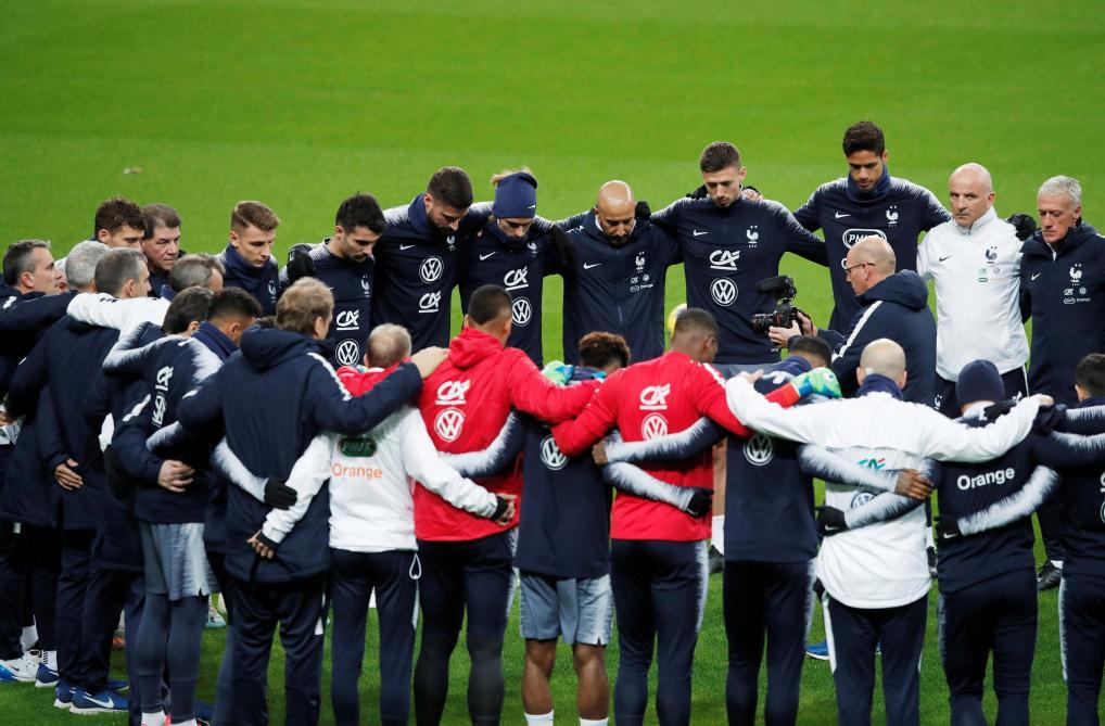 Giroud, touché mais jamais coulé — Equipe de France