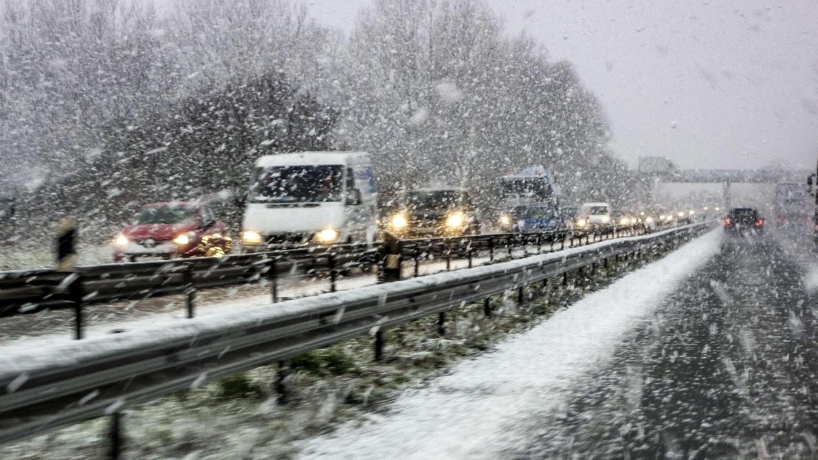 Jusqu'à 12 centimètres de neige attendus ce dimanche: alerte jaune aux routes glissantes