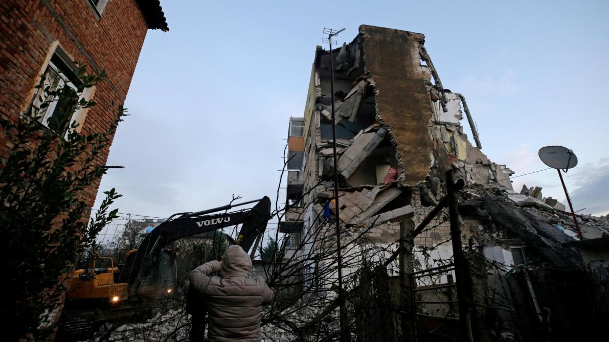 Quatre morts et 150 blessés légers — Séismes en Albanie